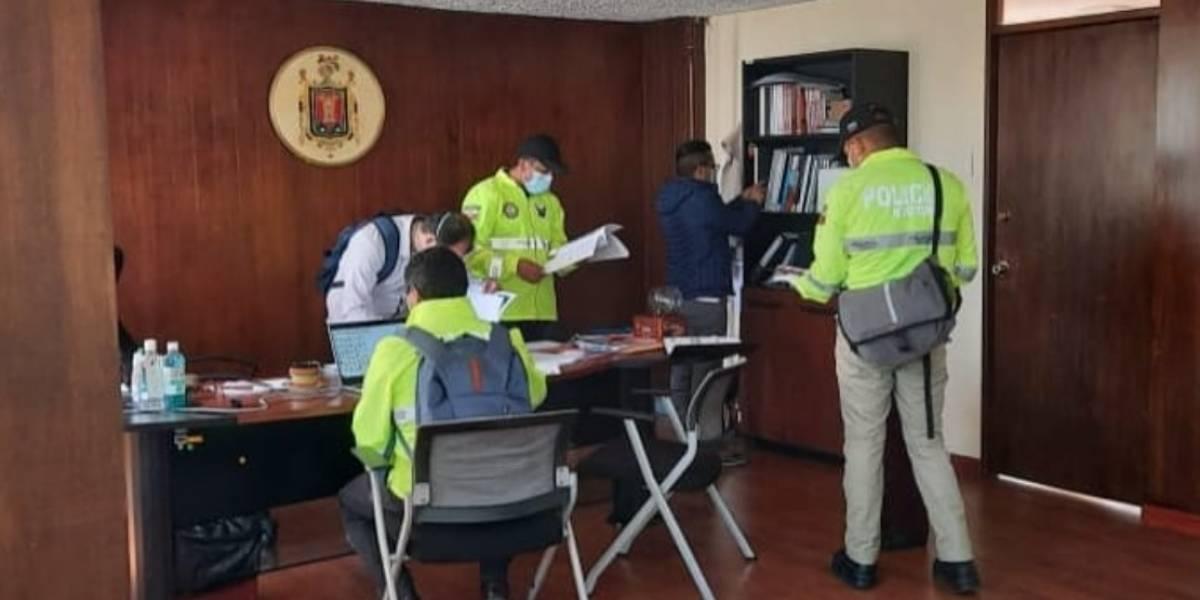 Fiscalía allana Secretaría de Salud: se habría ocultado información sobre  presuntas irregularidades en compra de pruebas Covid