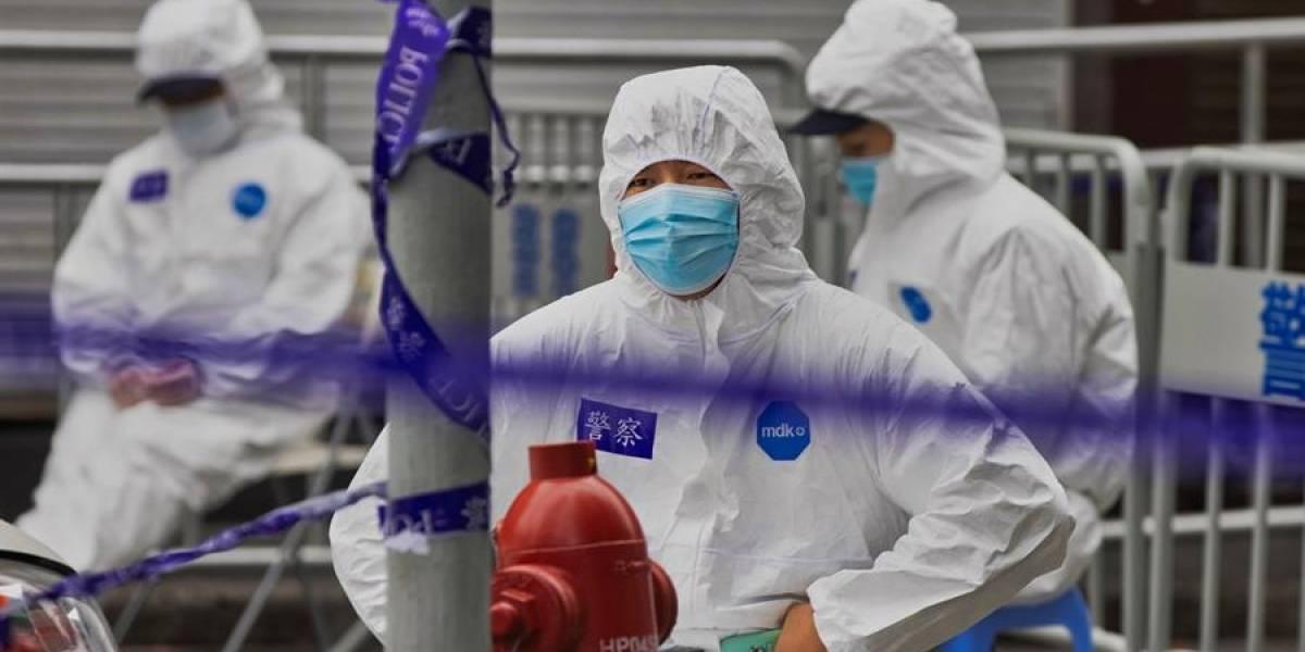 Dos ciudades chinas exigen prueba anal de covid a los llegados del extranjero