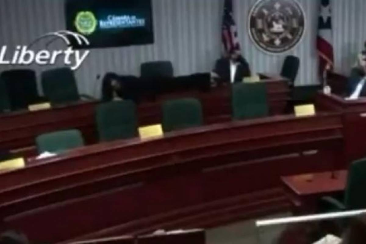 MVC legislator explains why she lay down on a table from a camera perspective