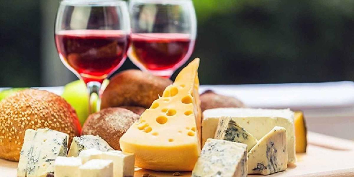 Vino y queso están entre los alimentos que protegen el cerebro, según estudio
