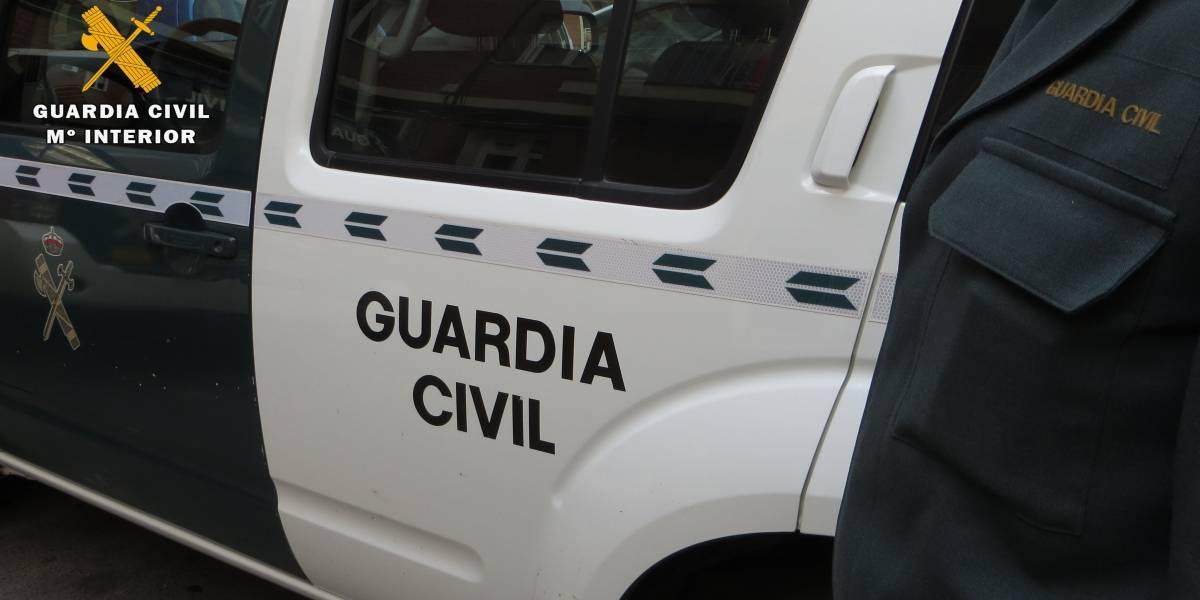 Puerto Rico.- Guardia Civil interviene en un hotel de Gran Canaria que acoge migrantes con numerosos jóvenes bañándose en la piscina
