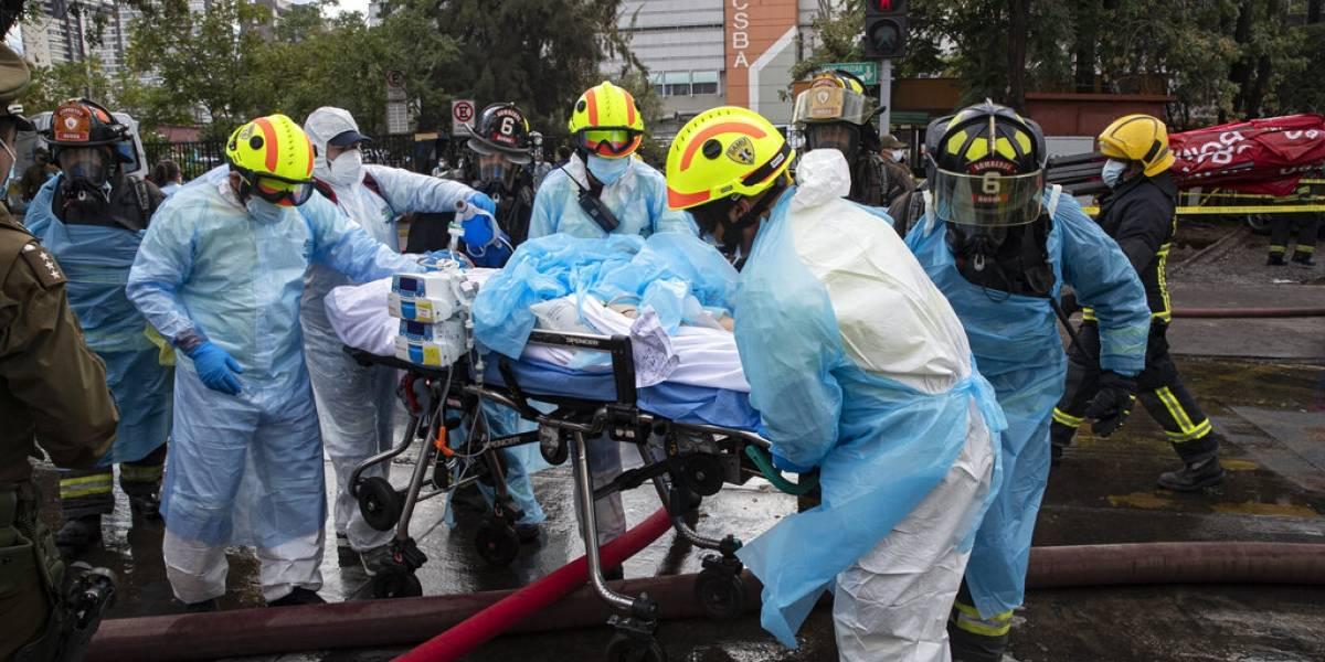 Evacúan a 350 pacientes tras incendio en hospital de Chile