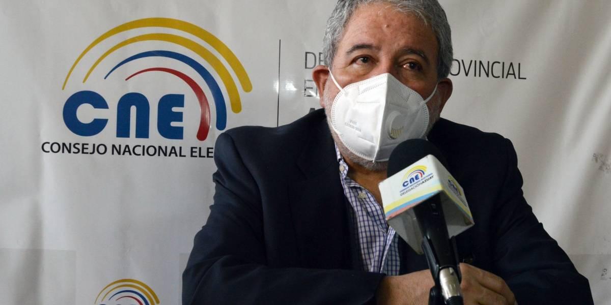 Luis Verdesoto, del CNE, denuncia ante el TCE al binomio de Unes por supuestas dádivas