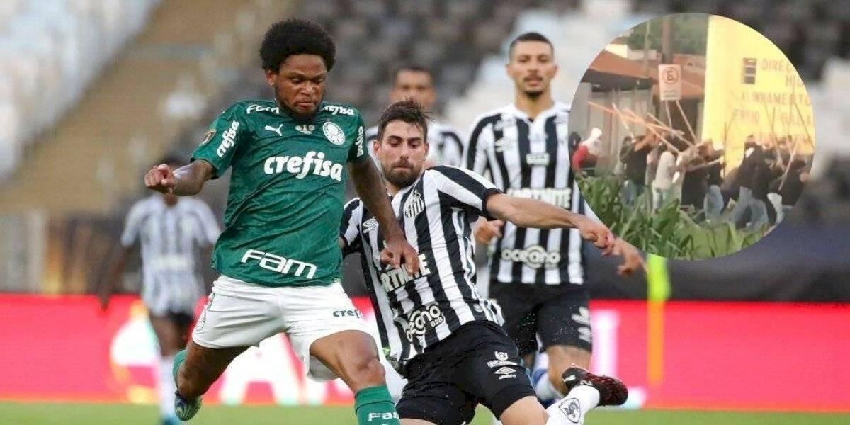 Un muerto y un herido deja riña entre aficionados de Santos y Palmeiras