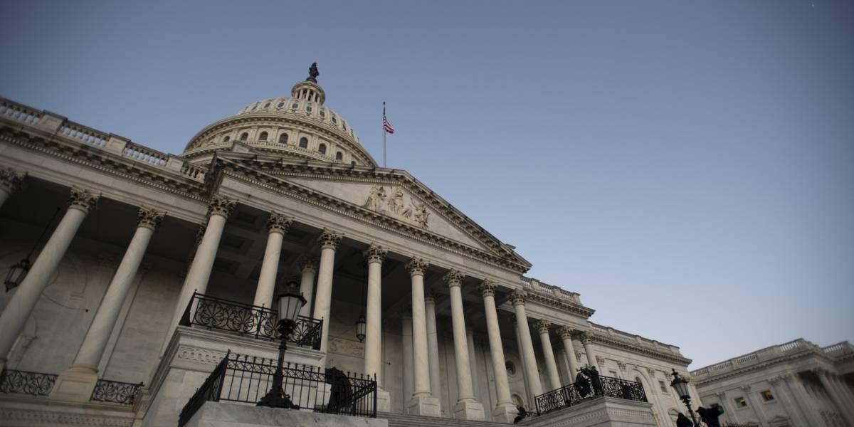 EEUU.- Los demócratas impulsan una ley para prohibir que los congresistas lleven armas de fuego dentro del Capitolio