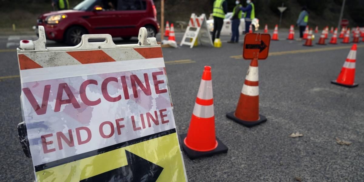 Manifestantes antivacunas bloquean durante una hora uno de los mayores centros de vacunación en Estados Unidos