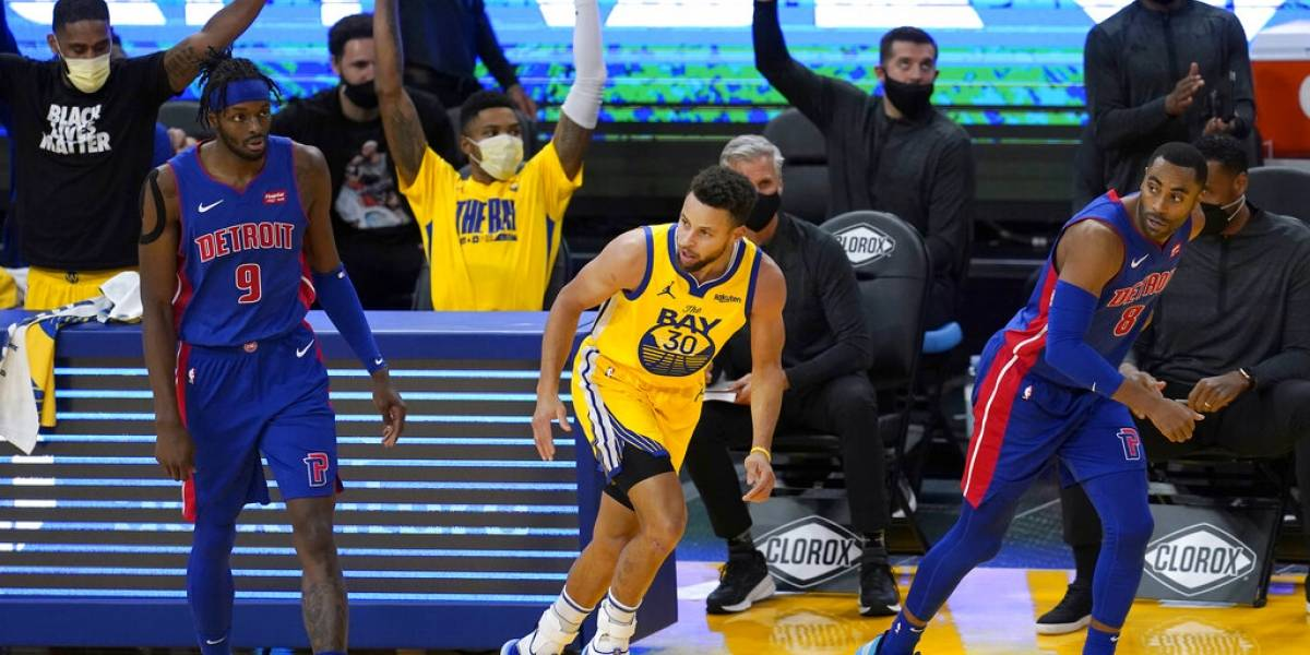 Curry anota 28; Warriors apalean a Pistons