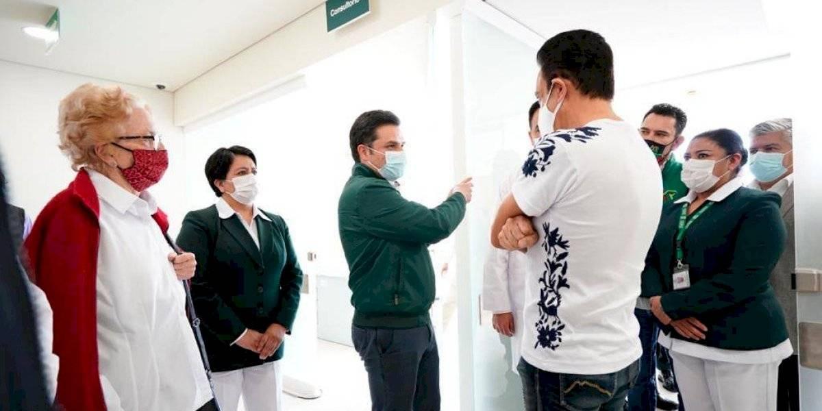 Zoé Robledo y Omar Fayad supervisan ampliación de zona Covid en hospital de Pachuca