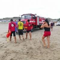 Rescatan a tres personas que se estaban ahogando en playa San Mateo