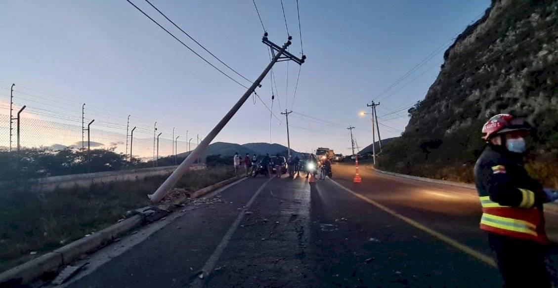 Accidente de tránsito en la vía Calacalí - La Independencia