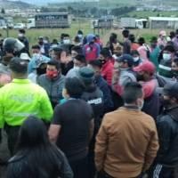 Indisciplinados en evento clandestino en Quito agredieron con palos y piedras a funcionarios de control