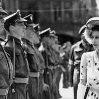The Crown: Así era la Reina Isabel II cuando era joven en la vida real (FOTOS)