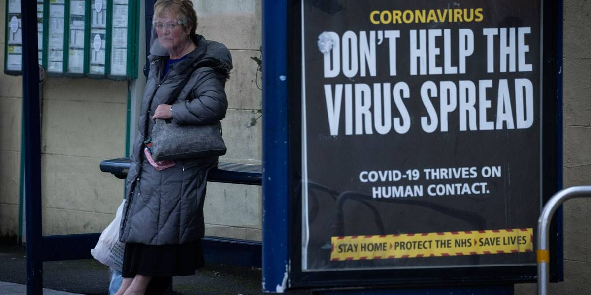 Europa tem janeiro difícil e se preocupa com vacinas