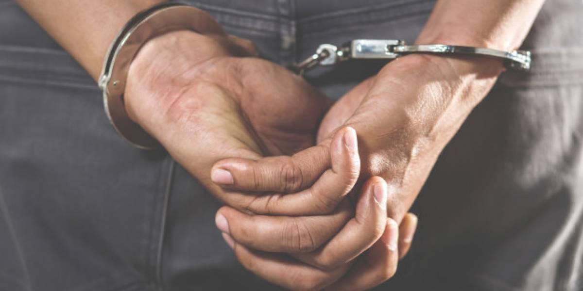 Homem é detido acusado de arremessar cabeça humana decepada da janela de seu apartamento
