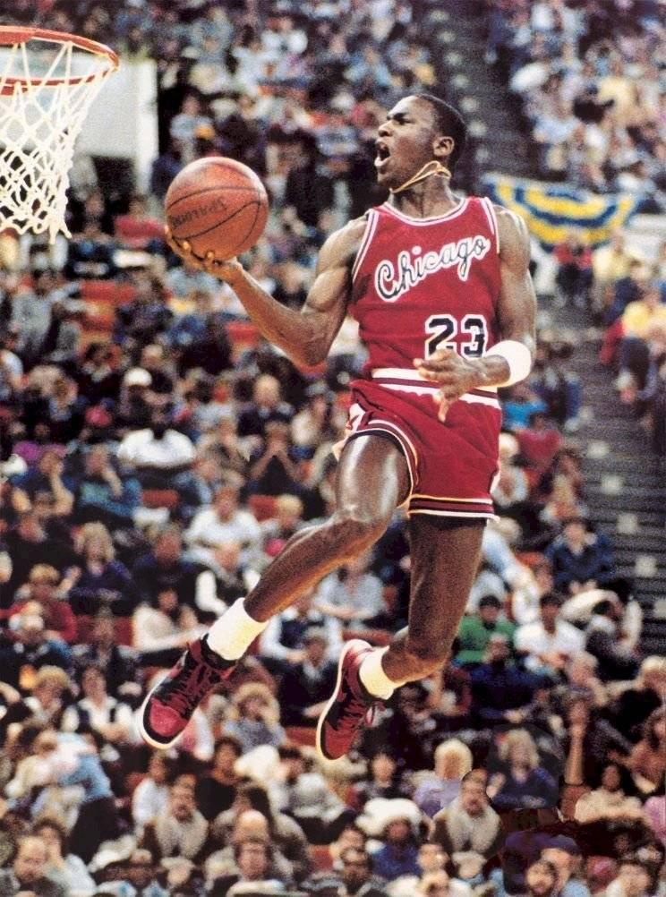 Michael Jordan en la competencia de clavadas de 1985.