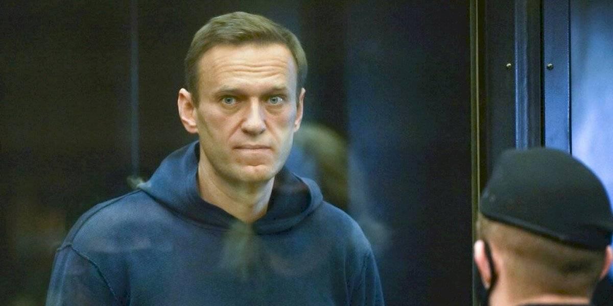 Sentencian a más de dos años y medio en prisión al líder de la oposición ruso Alexei Navalny