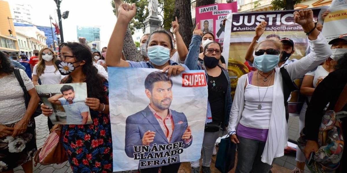 Plantón por la paz: Familiares de personas asesinadas protestan en los exteriores de la Fiscalía de Guayaquil