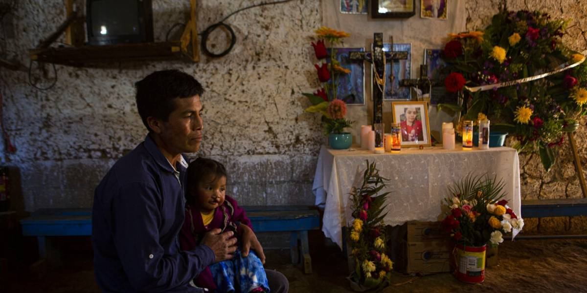 Arrestan 12 policías en México acusados de matar a migrantes