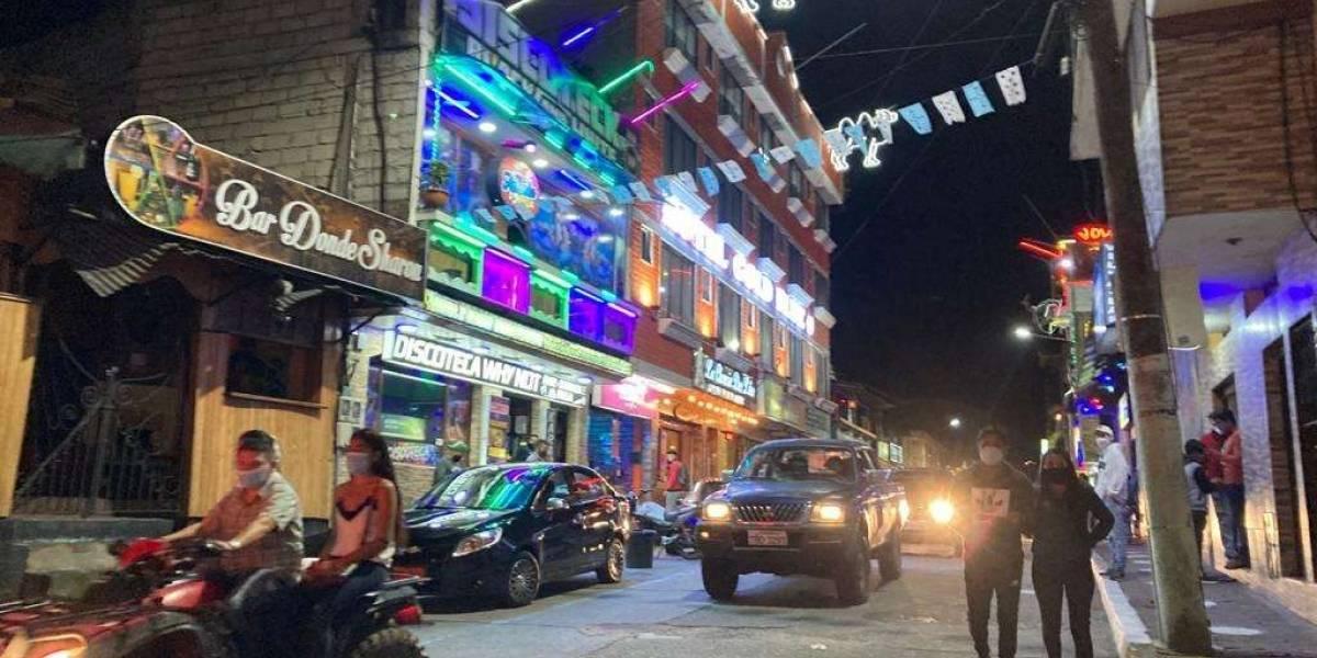 El cantón Baños vuelve a cerrar discotecas, bares, karaokes tras aumento de casos de covid-19