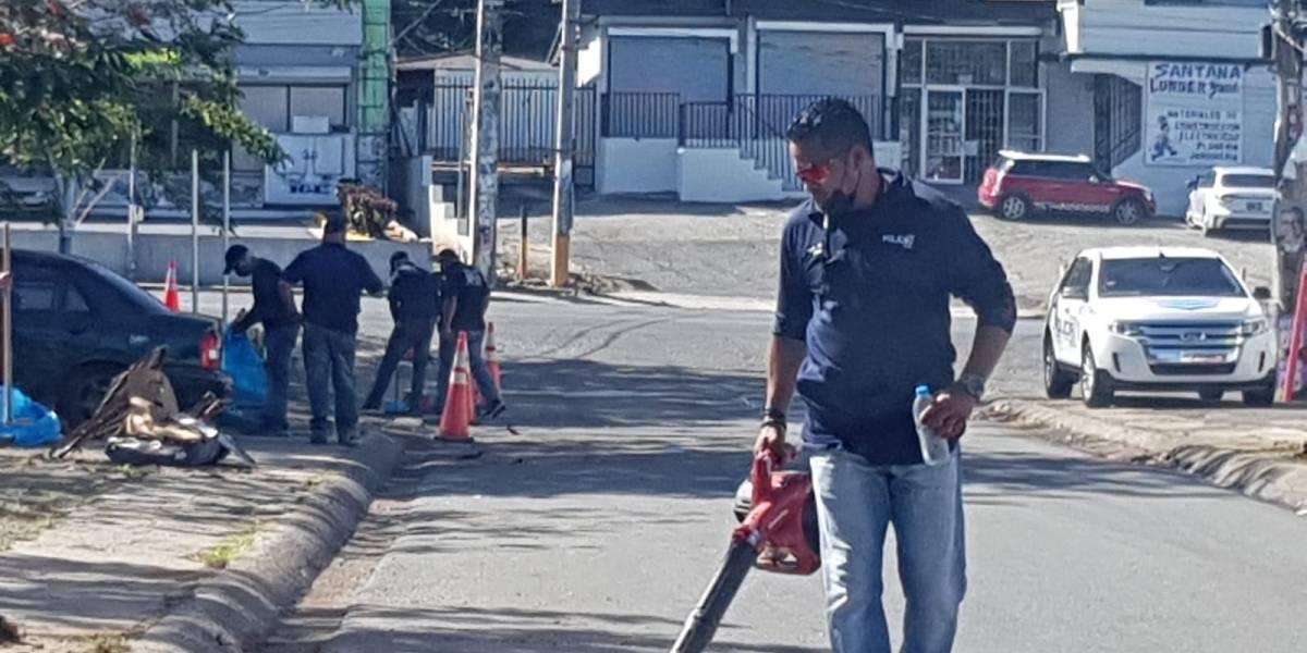 Policías se unen a labores comunitarias en Arecibo