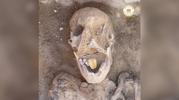 La momia con la lengua de oro