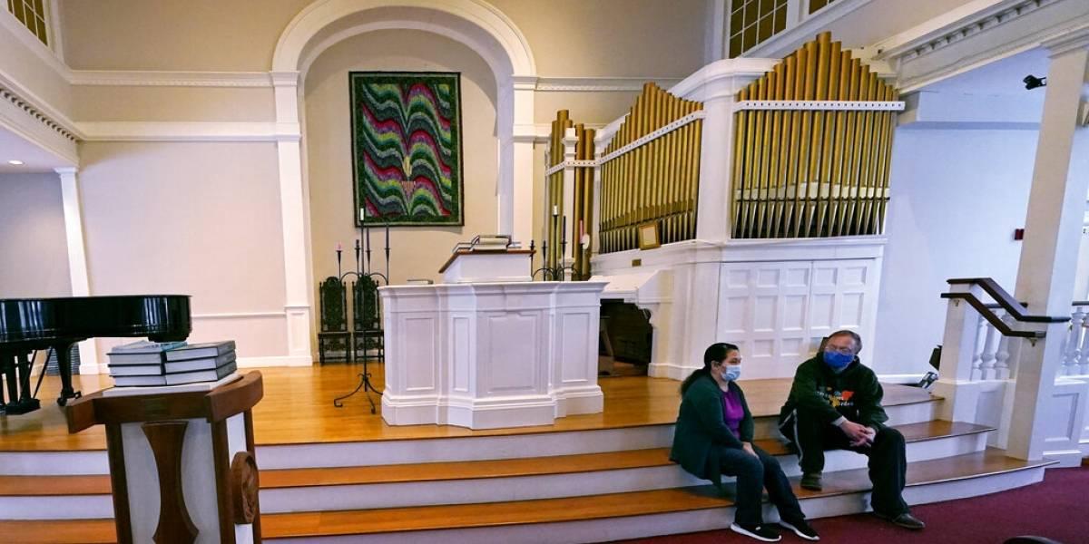 Inmigrantes refugiados en iglesias esperan ayuda de Biden