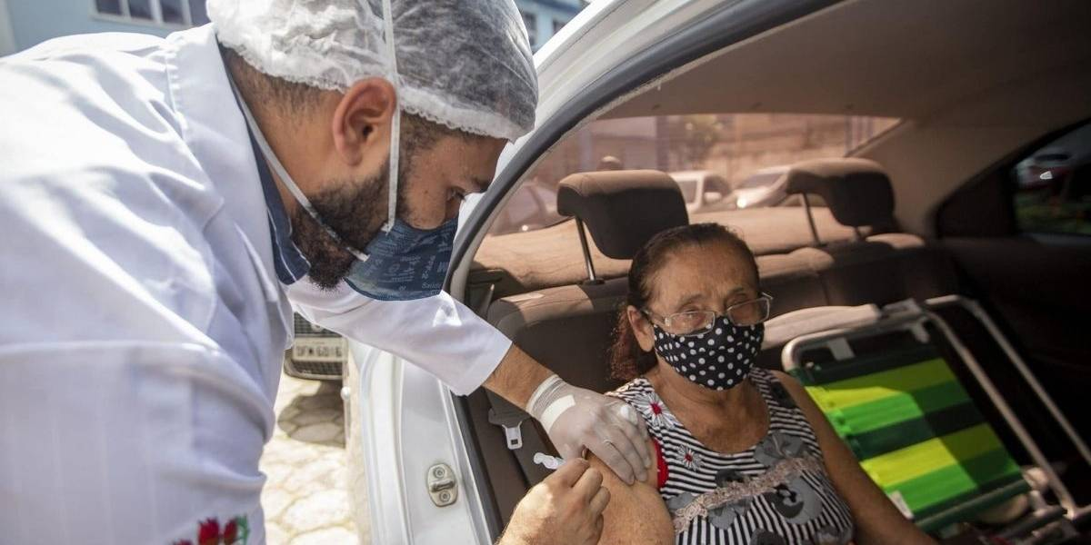 Pré-cadastro agiliza vacinação de idosos; saiba como realizá-lo