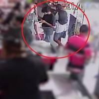 Gerente de supermercado é atacado com golpe de skate, após cliente se recusar a usar máscara; veja