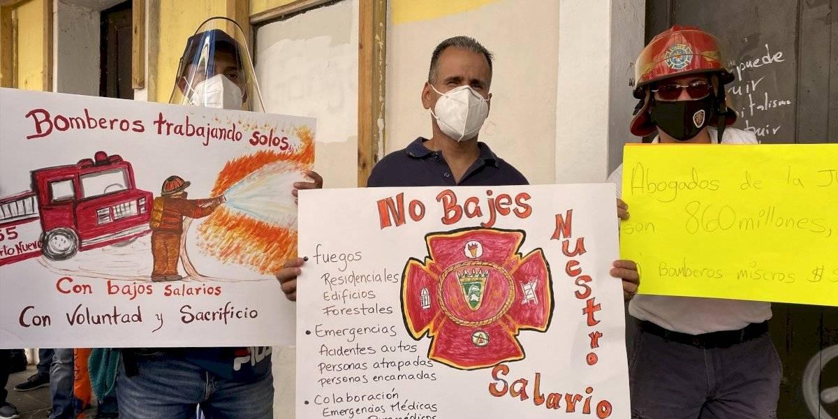 Bomberos celebran que se les reconociera aumento en salario
