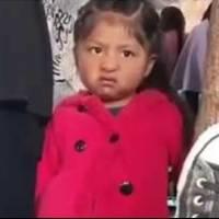 Video: usuaria de TikTok asegura que es la niña del meme de la cara enojada y así luce