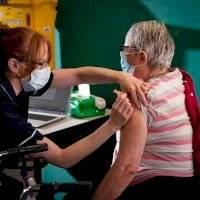OMS pide a farmacéuticas que hagan más para que países pobres tengan vacunas
