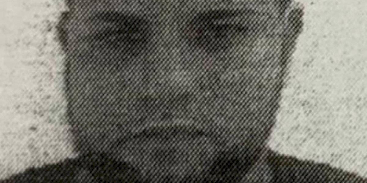 Buscan a este hombre por fraude en un concesionario en Vega Alta