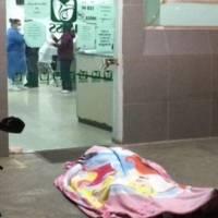 """¡Lamentable! Un hombre murió frente a un hospital rogando atención: """"no es covid-19"""" gritaba"""