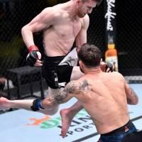 Espectacular rodillazo que terminó una pelea de UFC en 28 segundos