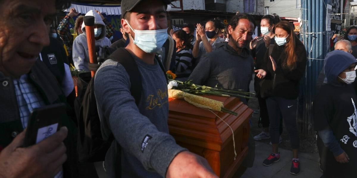 Acusan de homicidio a policía en Chile que mató a malabarista