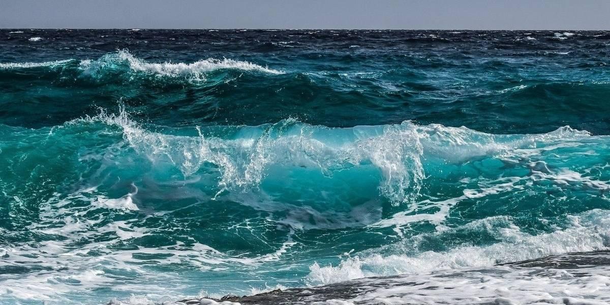 Mulher morre ao ser atingida por forte onda no litoral de São Paulo