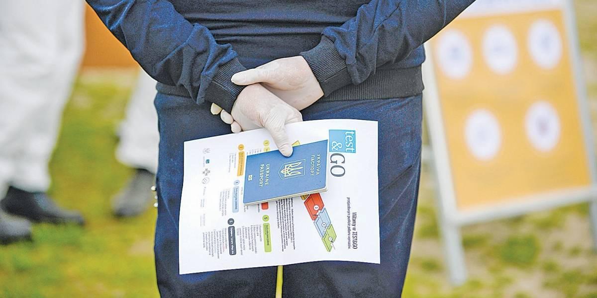 Países estudam lançar passaporte de imunidade para vacinados contra covid-19