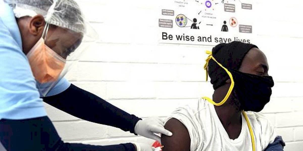 Sudáfrica suspende lanzamiento de la vacuna AstraZeneca