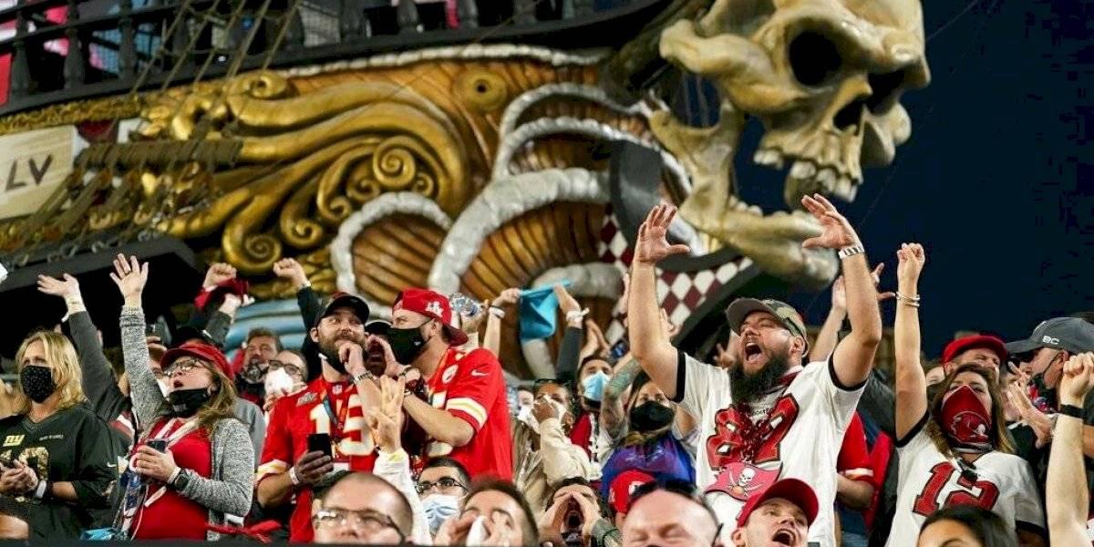 Temen celebraciones tras victoria de los Buccaneers se hayan convertido en gran foco de contagio