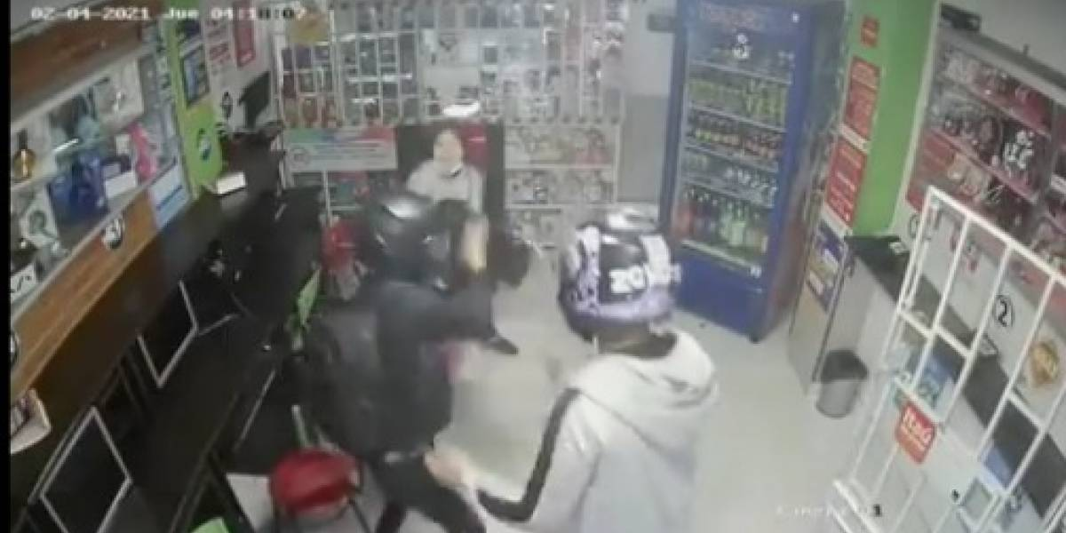 Adolescente de 14 años se enfrentó con machete en mano a ladrones armados para defender a su mamá