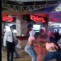 Se viraliza video de mujeres peleando y lanzando sillas en Colombia