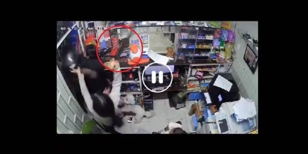 VIDEO: Adolescente de 14 años se enfrenta a un ladrón a 'machetazos'