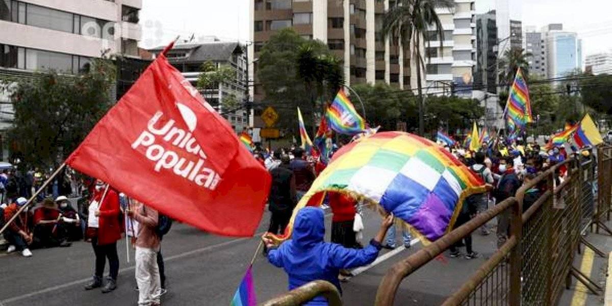 Simpatizantes de Yaku Pérez llegan a los exteriores del CNE para exigir transparencia en el conteo de los votos