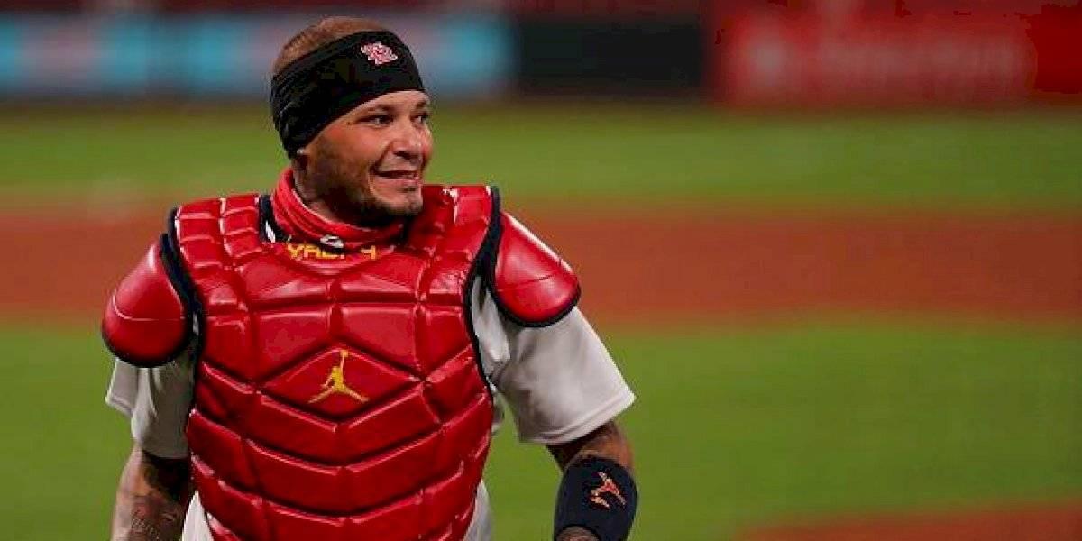 Yadier hace historia: Se convierte en primer receptor de MLB en jugar 2,000 partidos con el mismo equipo