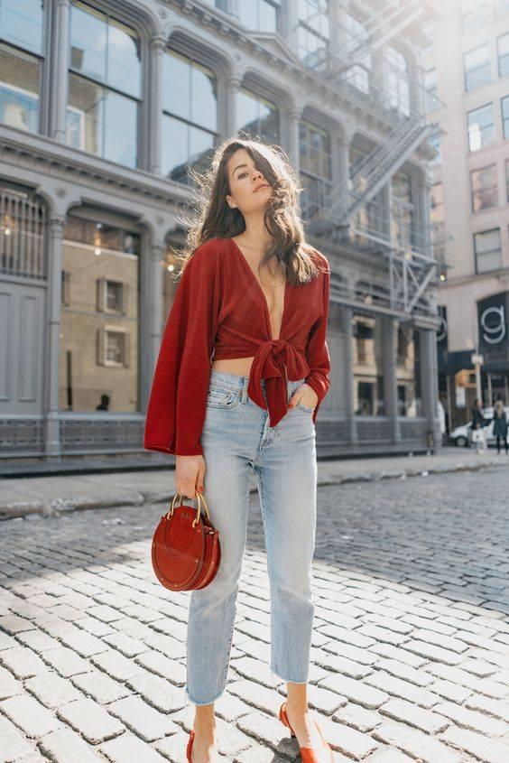 combinar mom jeans mujeres baja estatura