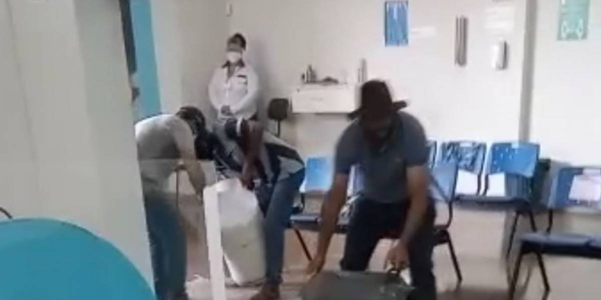 Produtores despejam leite em central da Enel para protestar contra falta de energia