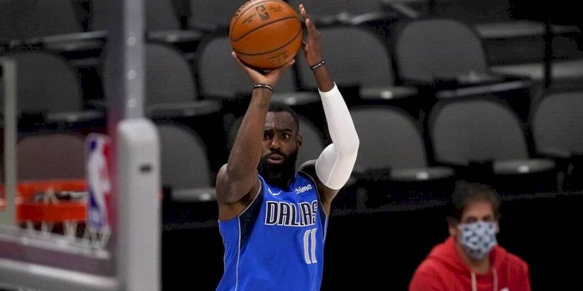 Dueño de los Mavericks accede a tocar himno de EEUU tras recordatorio de la NBA