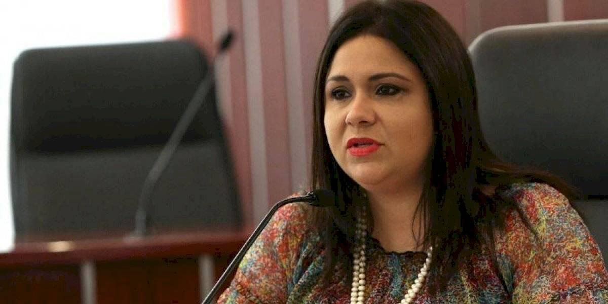 Denuncian contratación de exsenadora acusada en el municipio de Arecibo