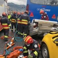 Choque múltiple en la avenida Teniente Hugo Ortiz, sur de Quito