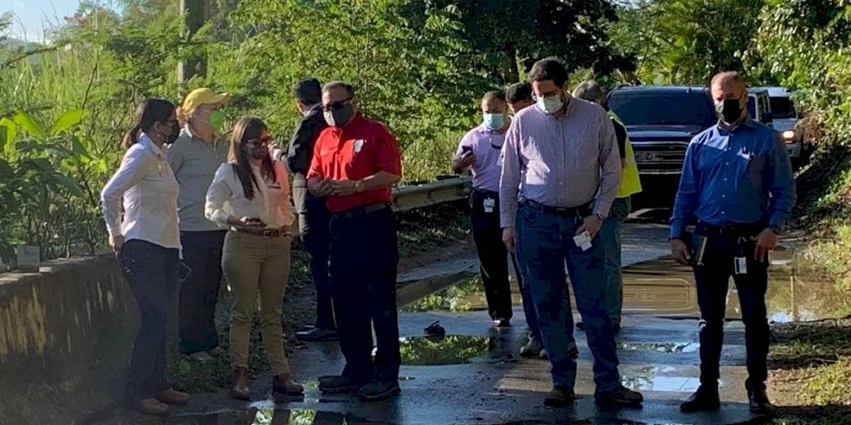 Alcalde de Caguas recorre carreteras estatales en mal estado junto al DTOP